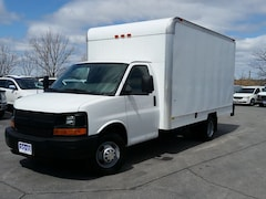 2010 Chevrolet Express 3500--CUBE/BOX TRUCK--C/W POWER GATE Truck