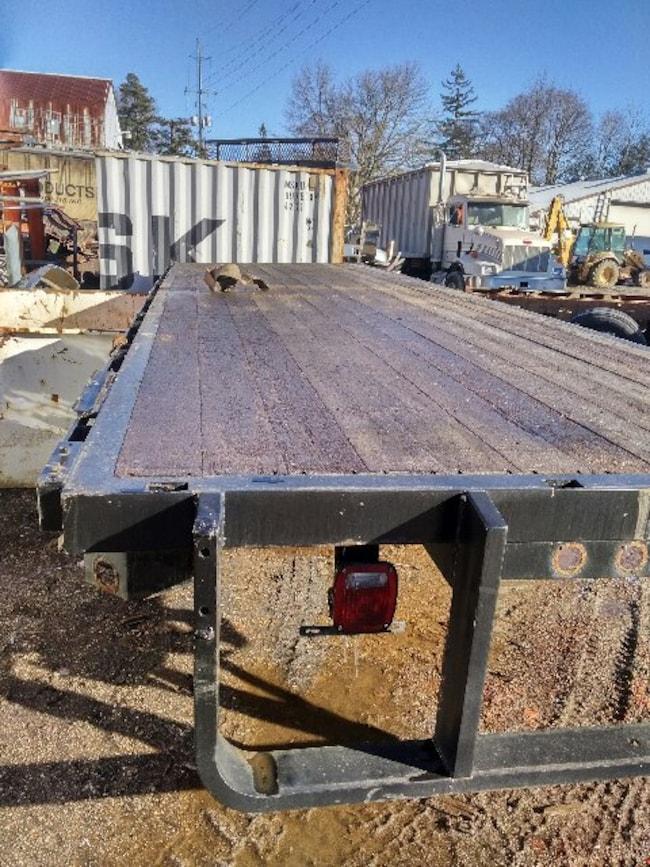 2000 Dobson 28FT  Flat Deck