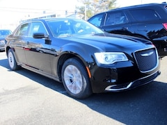 new 2019 Chrysler 300 TOURING Sedan philadelphia