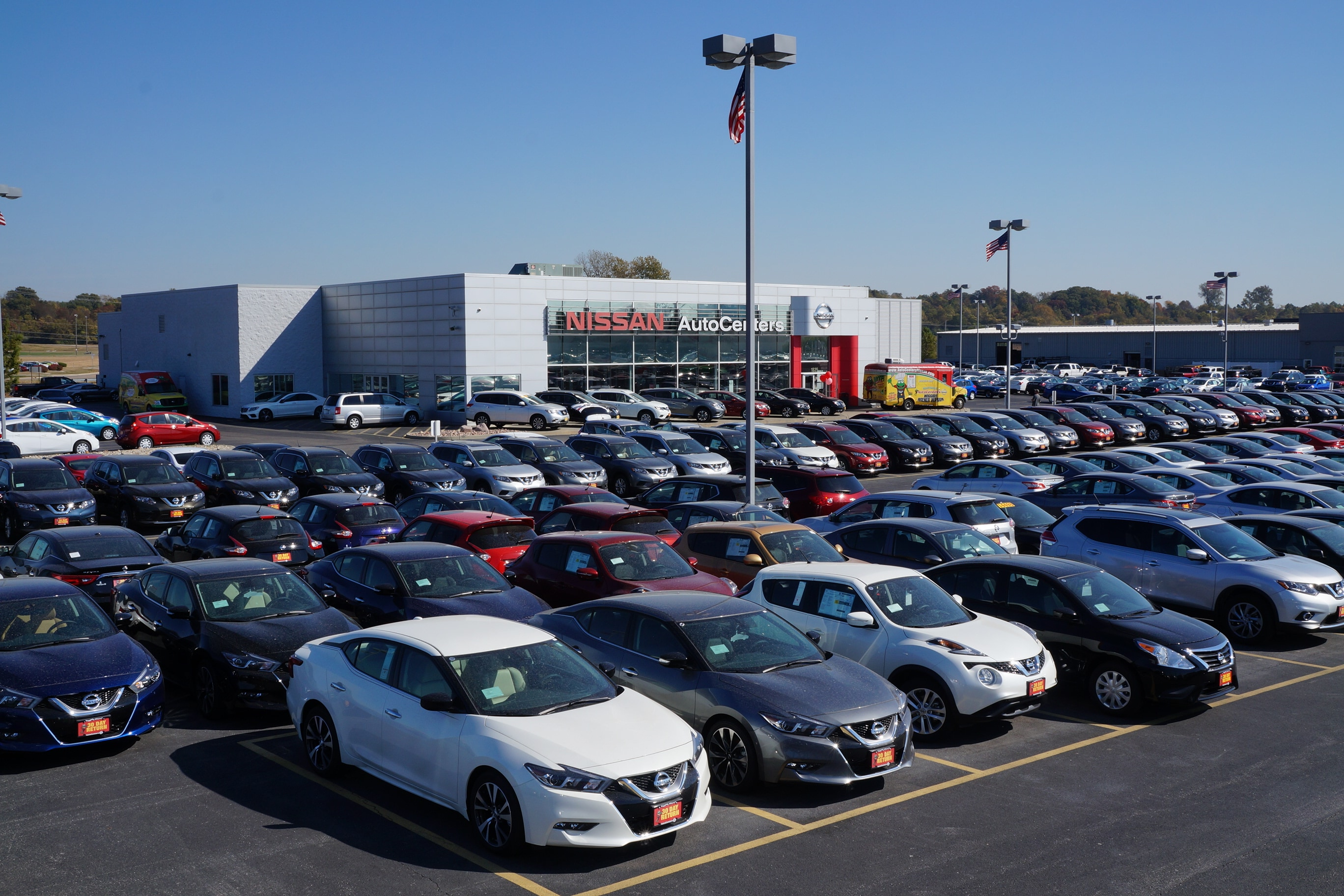 autocenters-nissan-inventory-outside-view