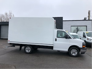 2018 GMC Savana 3500 12ft SINGLE REAR WHEEL. UNICELL BOX