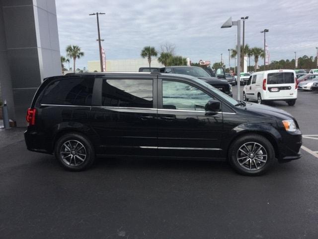 New 2017 Dodge Grand Caravan Van Sxt Black Onyx Crystal