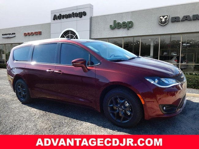 New 2019 Chrysler Pacifica LIMITED Passenger Van in Mt. Dora, FL