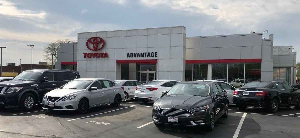 Advantage Toyota of River Oaks front view