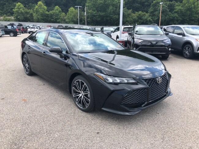 New 2019 Toyota Avalon XSE Sedan Near Ashland KY