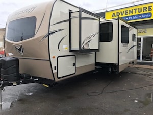 2018 Flagstaff by Forest River Super Lite 27BHWS -