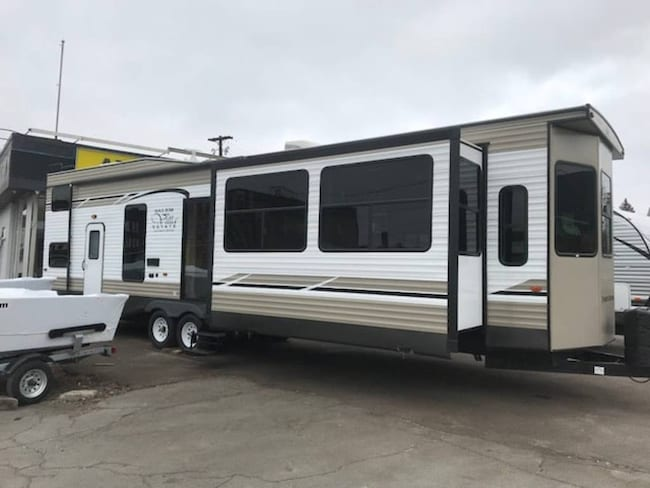 2018 SALEM BY FOREST RIVER 4092BFL Park Model