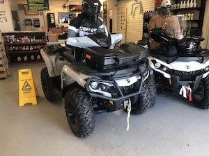 2017 CAN-AM Outlander DPS 650 $82.00 BW TAX IN O.A.C. INCLUDES ACCESSORIES