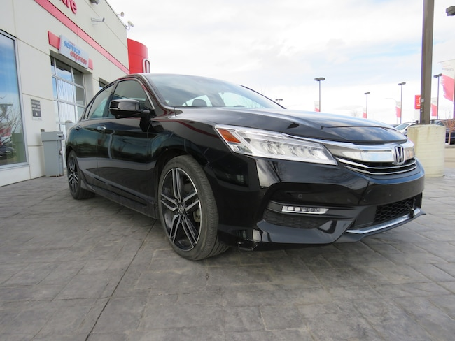 2016 Honda Accord Touring V6* Navi, Sunroof, Leather* Sedan