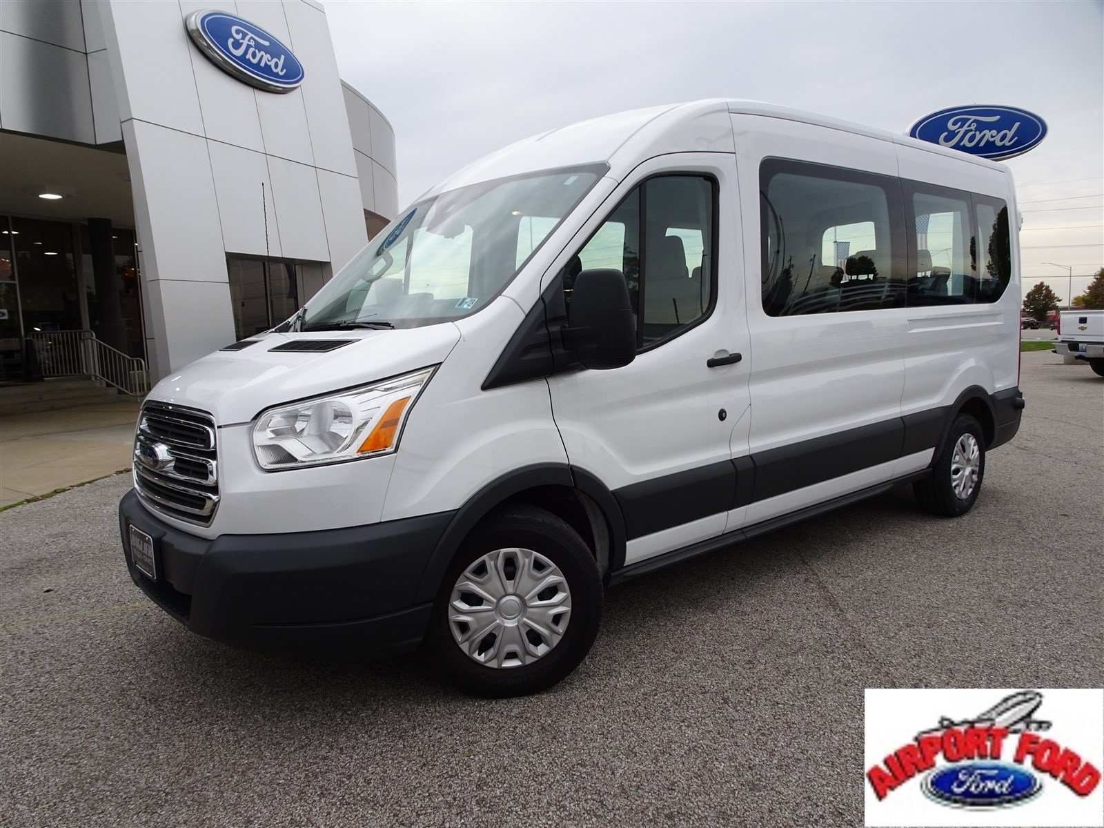 2017 Ford Transit Wagon XLT XLT T-350 148 Med Roof Sliding RH Dr