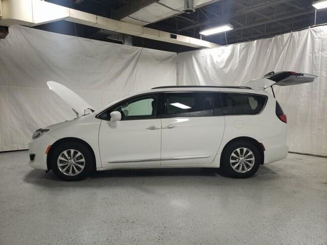 2018 Chrysler Pacifica Touring L Minivan/Van