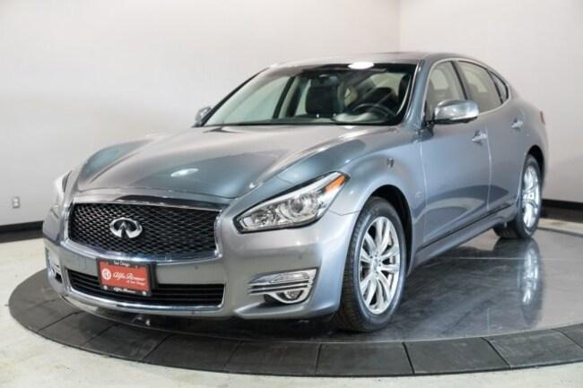 2017 INFINITI Q70 3.7 Sedan
