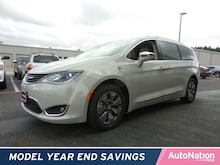 2017 Chrysler Pacifica Hybrid Platinum Mini-van Passenger
