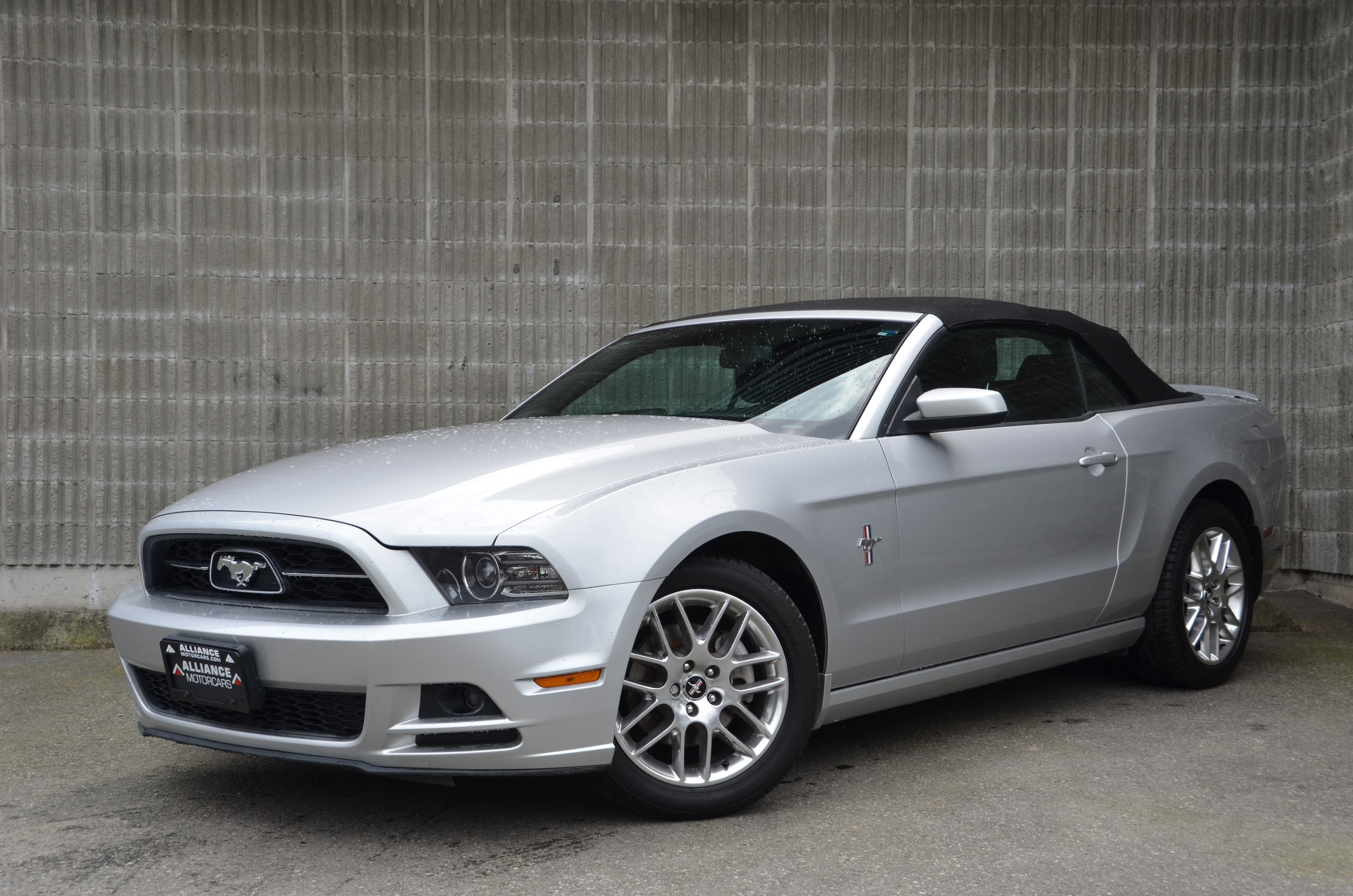 2013 Ford Mustang V6 Premium Leather! Convertible! Convertible