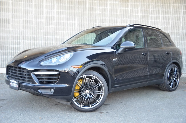 2013 Porsche Cayenne Turbo! Nav/Back Up Cam, Heated Seats! AWD! SUV