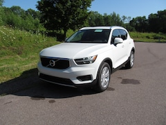 New 2020 Volvo XC40 T5 AWD Momentum SUV near Burlington