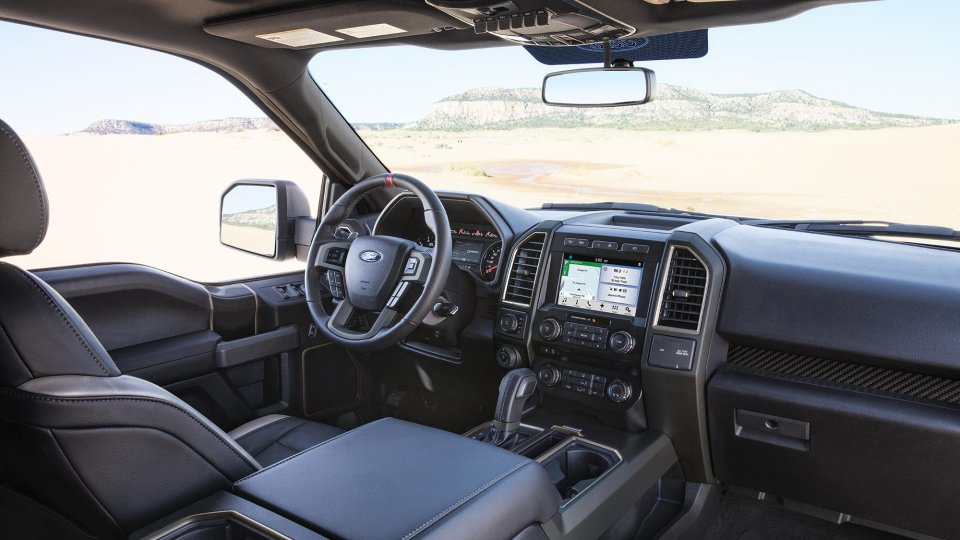 2017-ford-f-150-raptor-front-interior