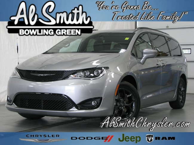 New 2018 Chrysler Pacifica TOURING L PLUS Passenger Van Bowling Green OH