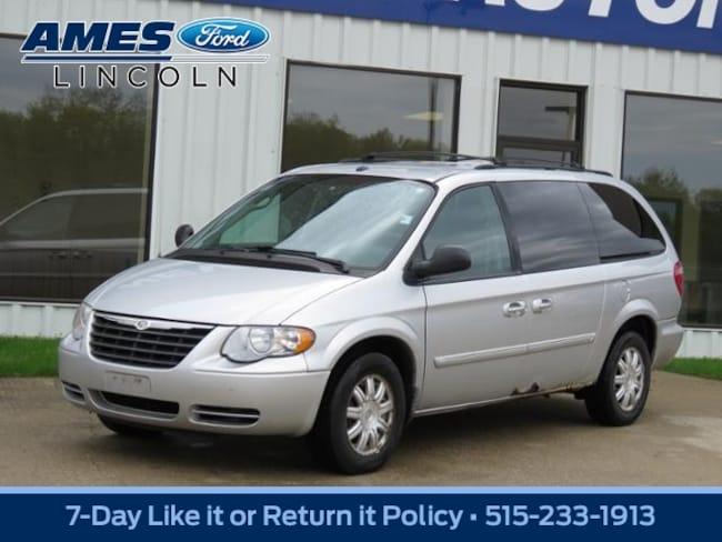2007 Chrysler Town & Country Touring Mini-Van