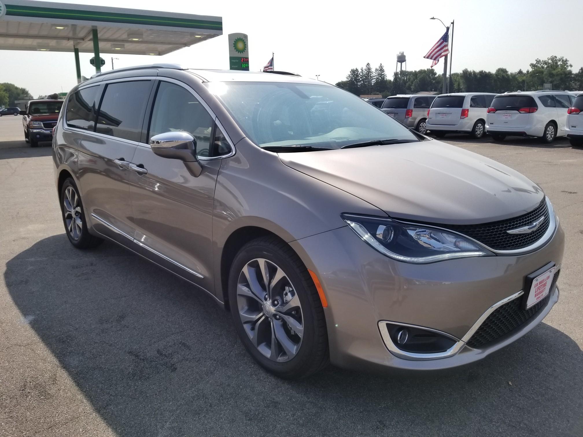 2017 Chrysler Pacifica Limited Passenger Van