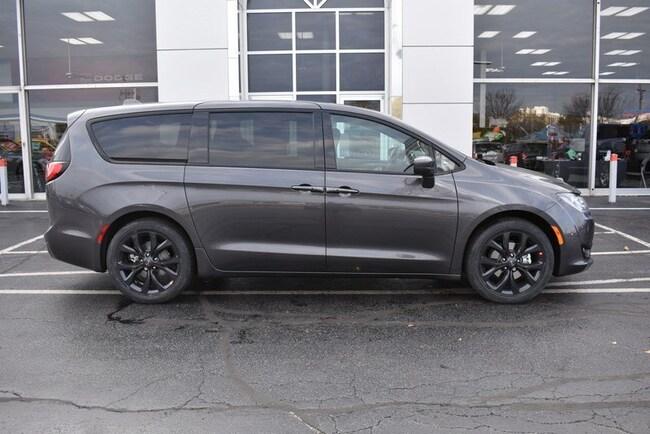 New 2019 Chrysler Pacifica TOURING PLUS Passenger Van in Rockford