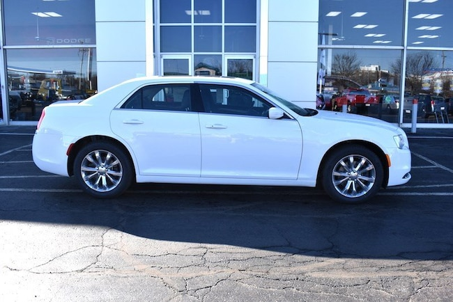 New 2019 Chrysler 300 TOURING L AWD Sedan in Rockford