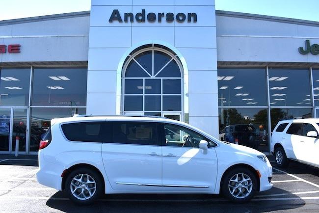 New 2018 Chrysler Pacifica TOURING L PLUS Passenger Van in Rockford
