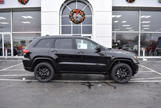 New 2019 Jeep Grand Cherokee ALTITUDE 4X4 Sport Utility in Rockford