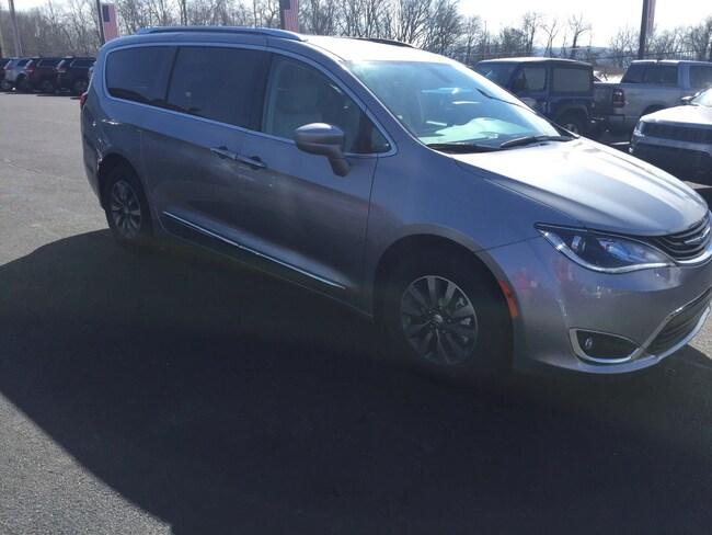 New 2019 Chrysler Pacifica Hybrid TOURING L Passenger Van Elverson, PA