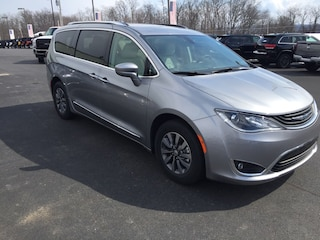 New 2019 Chrysler Pacifica TOURING L Passenger Van Elverson, PA