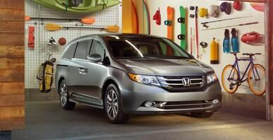 Honda Odyssey Vs Toyota Sienna >> 2017 Honda Odyssey Vs 2017 Toyota Sienna Minivan Comparison