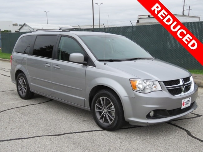 Used 2017 Dodge Grand Caravan SXT Minivan/Van for sale in Brenham, TX