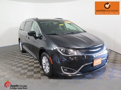 Used 2018 Chrysler Pacifica Touring L Minivan/Van for sale in Shakopee