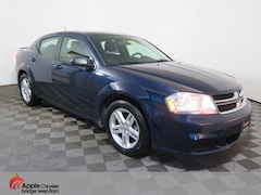 Used 2014 Dodge Avenger SE Sedan for sale in Shakopee