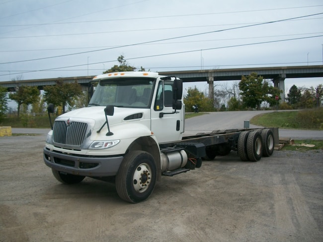 2014 INTERNATIONAL 7400 with 16,000 lb front axle deluxe