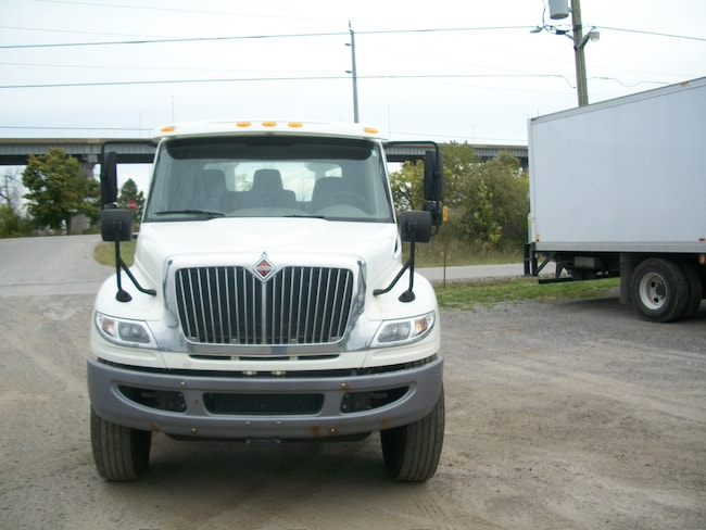 2015 INTERNATIONAL 7400 with 16,000 lb front axle