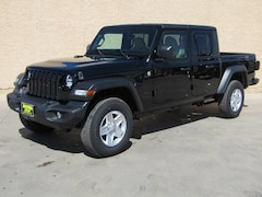 New 2020 Jeep Gladiator SPORT S 4X4 Crew Cab in Safford, AZ