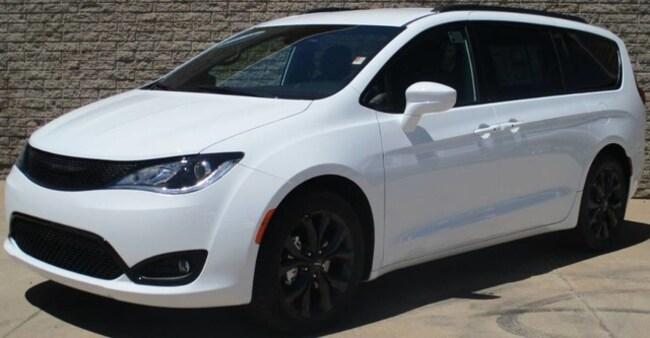 New 2019 Chrysler Pacifica TOURING L Passenger Van in Safford, AZ