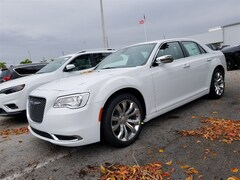 2019 Chrysler 300 TOURING Sedan 2C3CCAAG3KH590784