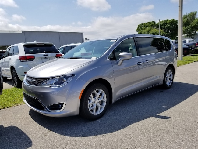 New 2019 Chrysler Pacifica TOURING PLUS Passenger Van For Sale/Lease Fort Pierce, Florida