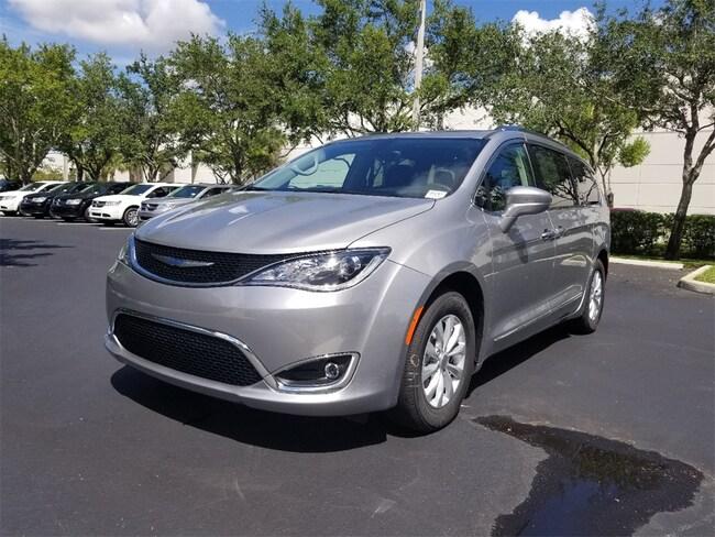 New 2019 Chrysler Pacifica TOURING L Passenger Van For Sale/Lease Tamarac, Florida
