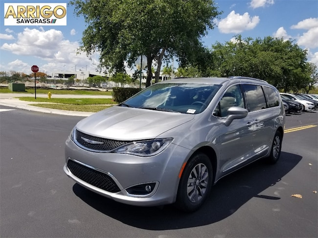 New 2019 Chrysler Pacifica TOURING L PLUS Passenger Van For Sale/Lease Tamarac, Florida