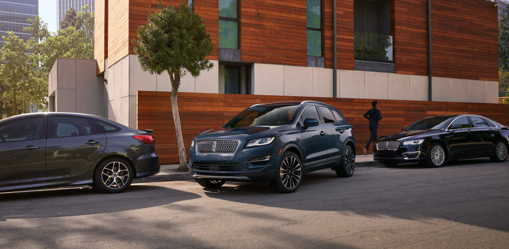 2019 Lincoln MKC pulling out from parking space