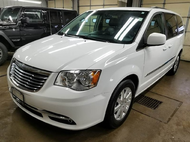2016 Chrysler Town and Country Touring 4dr Mini Van Minivan