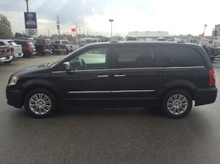 2015 Chrysler Town & Country Limited Minivan