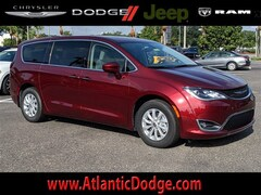 2019 Chrysler Pacifica TOURING PLUS Passenger Van for Sale in St Augustine FL