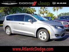 2018 Chrysler Pacifica Hybrid TOURING L Passenger Van for Sale in St Augustine FL