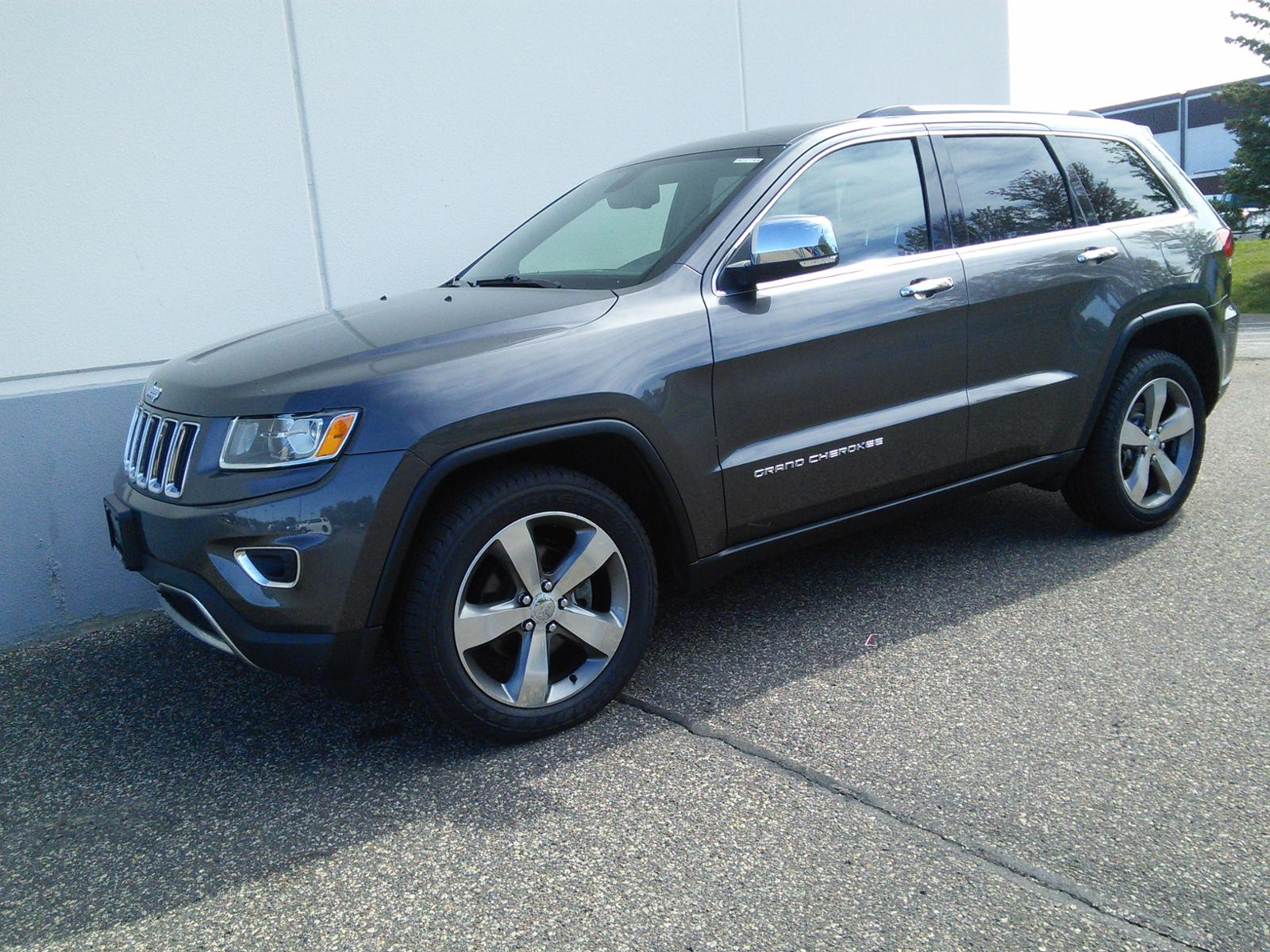Used 2015 Jeep Grand Cherokee Limited with VIN 1C4RJFBG9FC652298 for sale in Maplewood, Minnesota