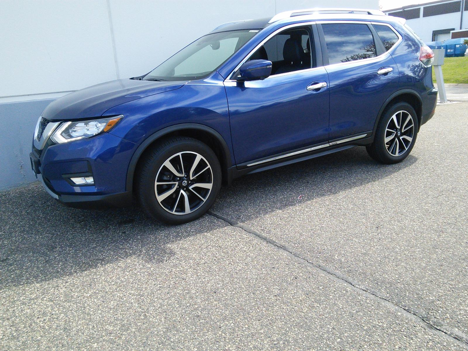 Used 2018 Nissan Rogue SL with VIN JN8AT2MV5JW342527 for sale in Maplewood, Minnesota