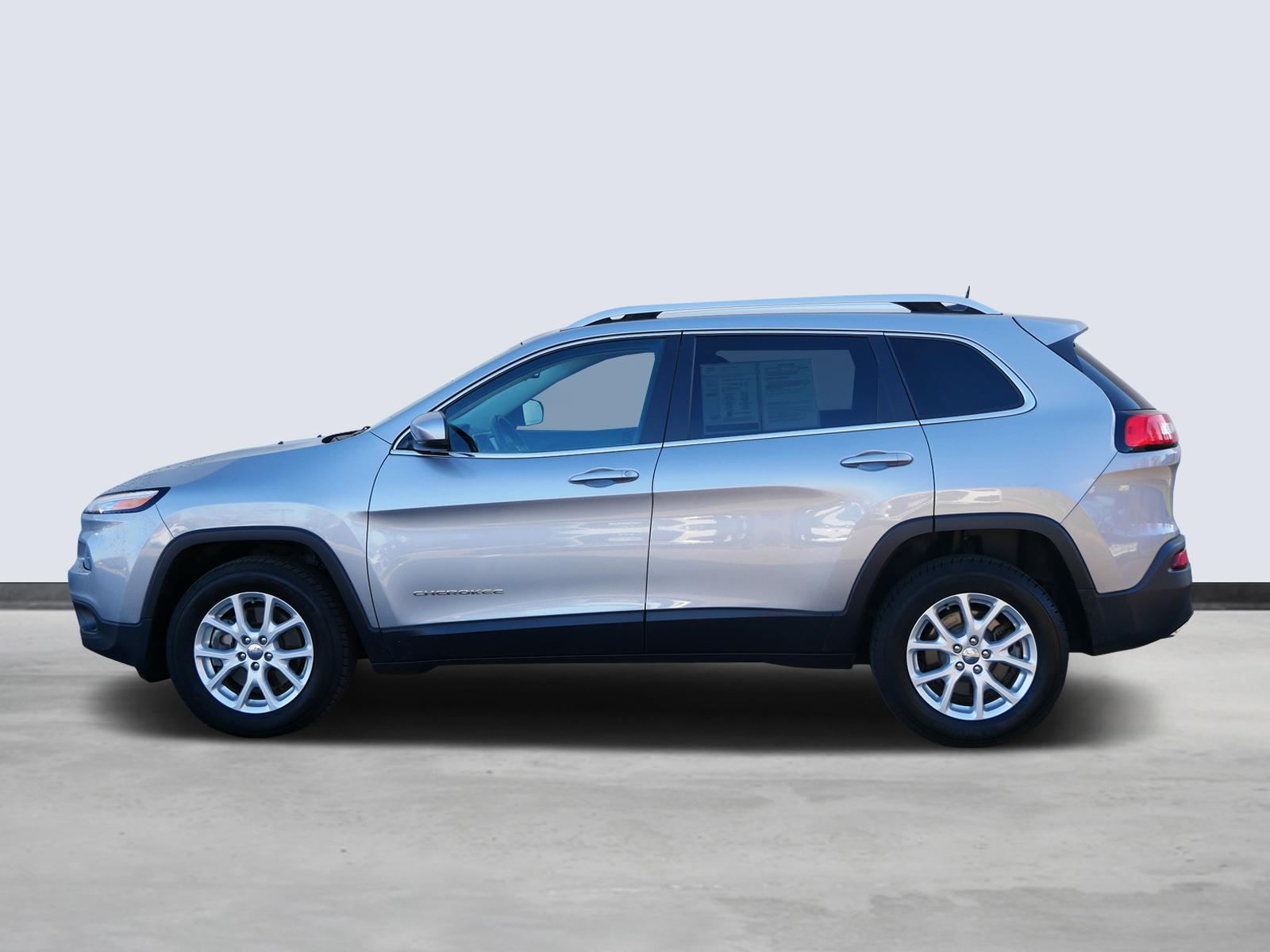 Used 2016 Jeep Cherokee Latitude with VIN 1C4PJMCS2GW366808 for sale in Maplewood, Minnesota